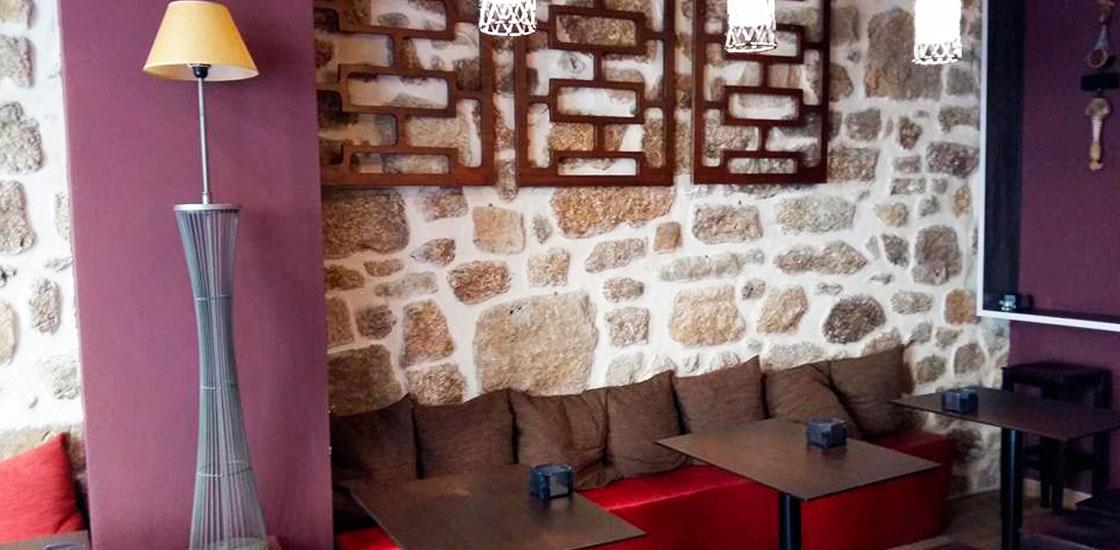 Tixola taper a vinoteca ourense turismo - Como montar una vinoteca ...